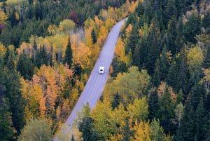 Een roadtrip met de camper is de perfecte combinatie tussen avontuur en comfort.